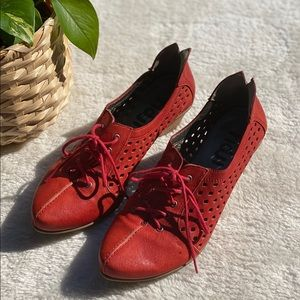 Fidji Belle perforated oxford heels in red leather